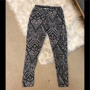 BNWT: thick Soft leggings ❤️ one size fits all